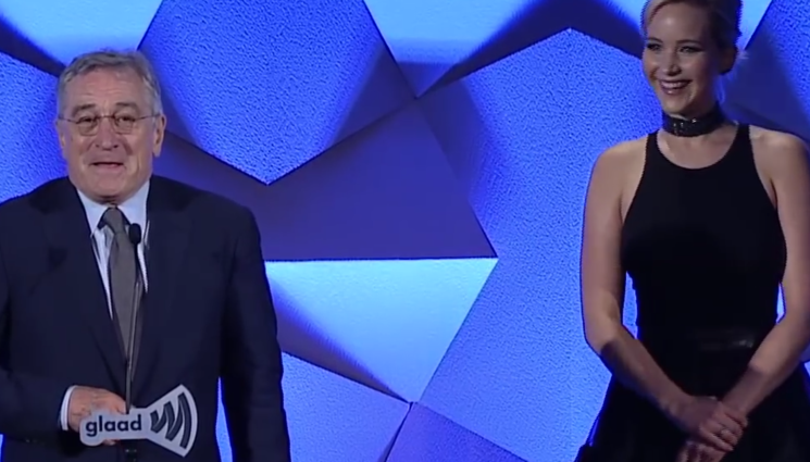 GLAAD Media Awards 2016, Jennifer Lawrence premia Robert De Niro – video